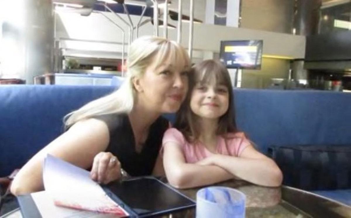 Η μικρή Σάφι με τη μαμά της