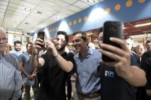 Οι selfies του Τσίπρα στον Παπαστράτο και η ωραία Αχτσιόγλου