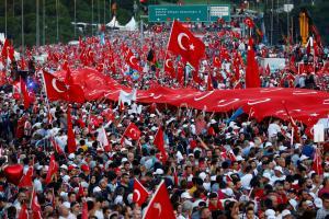 Τουρκία: Δεκάδες χιλιάδες για την επέτειο του πραξικοπήματος