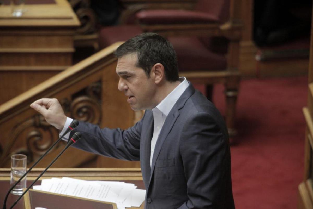 """Βουλή: Ξαφνική παρέμβαση Τσίπρα με… κεραυνούς! """"Ο Σημίτης έβλεπε τα εκατομμύρια να περνούν"""""""