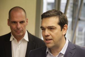 """Αποκαλύψεις Βαρουφάκη: Οι φόβοι για πραξικόπημα, ο """"μισητός"""" Χουλιαράκης και οι… κλωτσιές στον Στουρνάρα"""