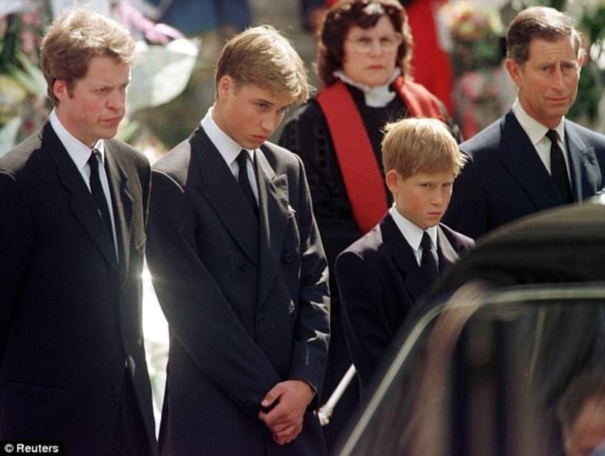 Οι πρίγκιπες Ουίλιαμ και Χάρι στην κηδεία της μητέρας τους