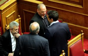 """Χαμός"""" από τις αποκαλύψεις Βαρουφάκη – Να πάρει θέση ο Τσίπρας ζητά η αντιπολίτευση"""