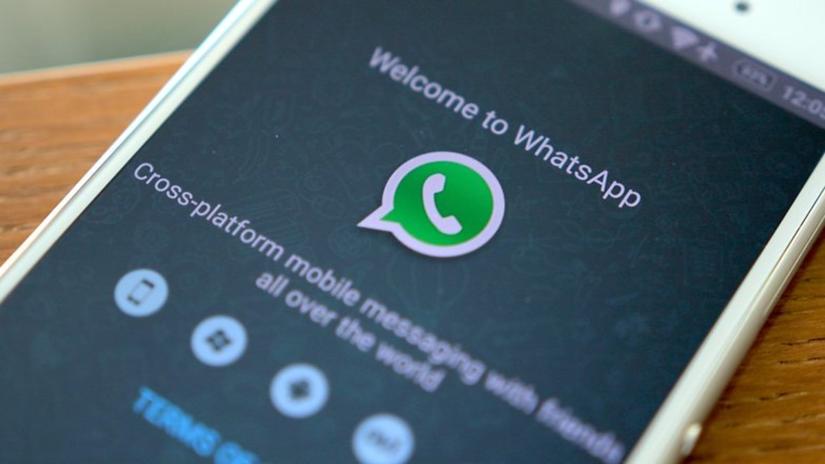 Στείλτε ό,τι αρχείο θέλετε μέσα από το WhatsApp!