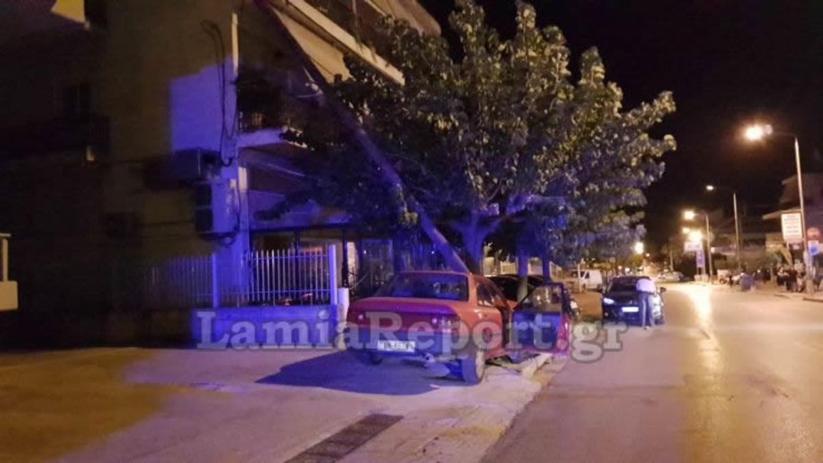 """Λαμία: Αυτοκίνητο """"καρφώθηκε"""" σε κολώνα – Αποκαλυπτικές εικόνες μετά το τροχαίο ατύχημα [pics]"""