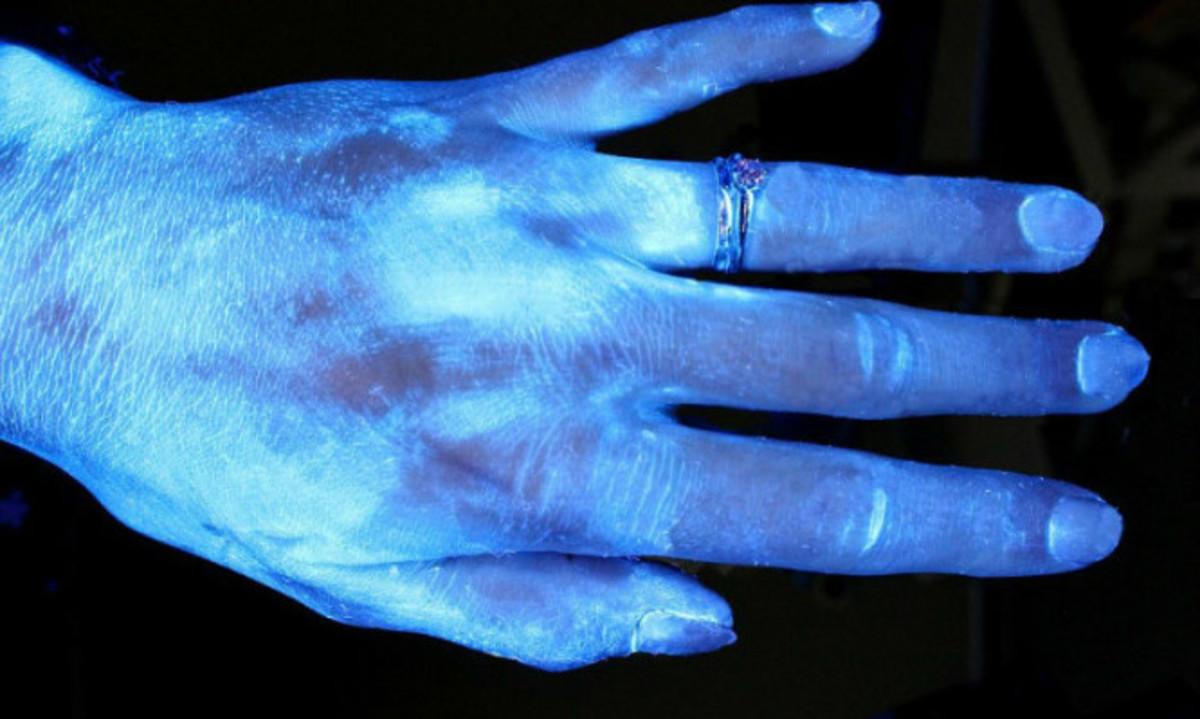 Σωστό πλύσιμο χεριών: Έτσι φεύγουν τα περισσότερα βακτήρια – Τεστ με υπεριώδες φως