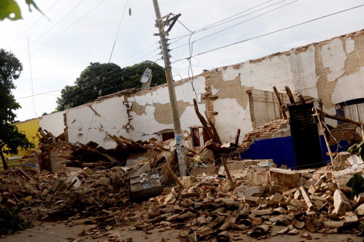 """Σεισμός στο Μεξικό: Αφού τους """"κατάπιε"""" η γη τους αποτελείωσε ο τυφώνας """"Κάτια"""" – 65 νεκροί [pics, vid]"""