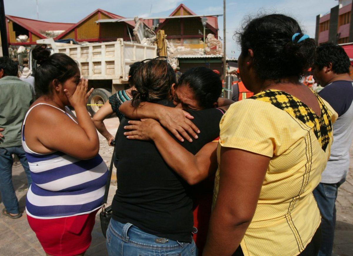 Σεισμός μαμούθ στο Μεξικό: Συντρίμμια, προσευχές και θάνατος! Αυξάνονται οι νεκροί - Δεν σταματάει να τρέμει η γη [pics, vids]