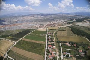 """Φλώρινα: Προειδοποίηση Λέκκα για εκκένωση του χωριού Ανάργυροι – """"Νέα ρήγματα στον οικισμό""""!"""