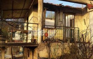 Φωτιά στην Αχαϊα: Αυτό είναι το σπίτι που κάηκε – Σε εξέλιξη ο πύρινος εφιάλτης [pics, vids]