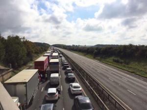 Υποπτο αντικείμενο «έκλεισε» μεγάλο αυτοκινητόδρομο στην Βρετανία [pics, vid]