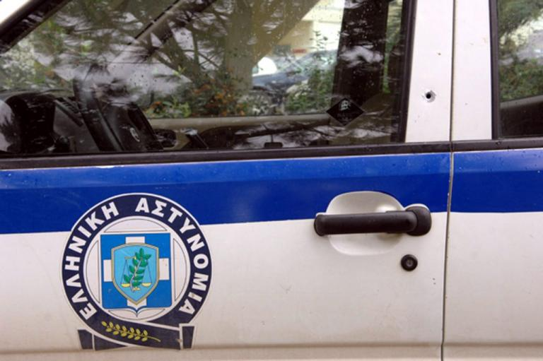 """Γυναίκα έδωσε τις 30 μαχαιριές στο Περιστέρι; – Τι """"βλέπουν"""" οι αστυνομικοί"""