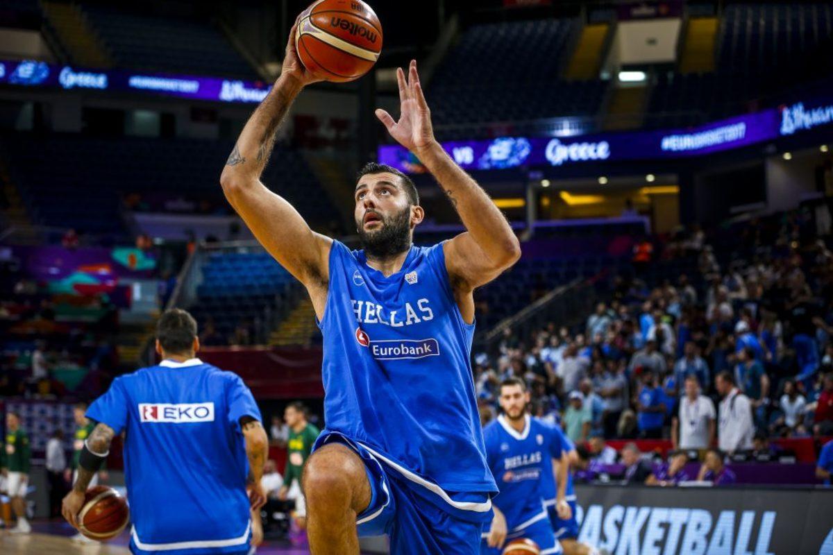 "Eurobasket 2017: Ο ""τρελός"" χορός του Μπουρούση πριν το Ελλάδα – Ρωσία [vid]"