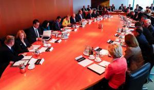 """""""Σκοτωμός"""" στη συνεδρίαση του Χριστιανοδημοκρατικού Κόμματος μετά την πρόταση της Μέρκελ!"""