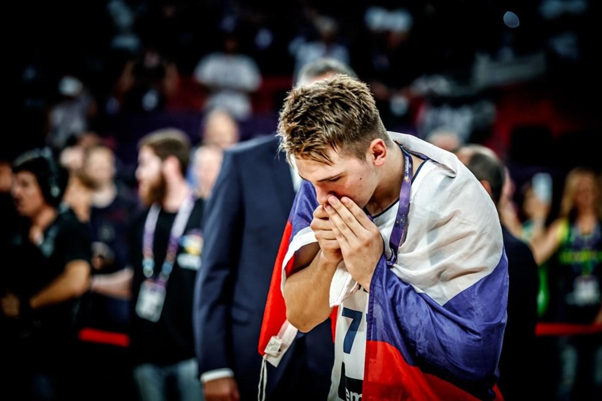 Συγκίνησε ο Ντόντσιτς! Χάρισε το μετάλλιο στον άρρωστο παππού του [pic]