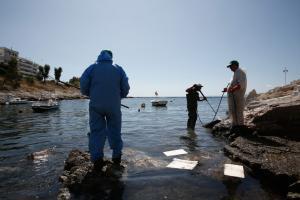 """""""Αγία Ζώνη ΙΙ"""": Περίπου 557 κυβικά πετρελαιοειδών έχουν απαντληθεί – Πού υπάρχει θαλάσσια ρύπανση"""