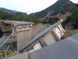 Απίστευτες εικόνες στην Ξάνθη! Κατέρρευσε γέφυρα στην παλιά εθνική! [pics]