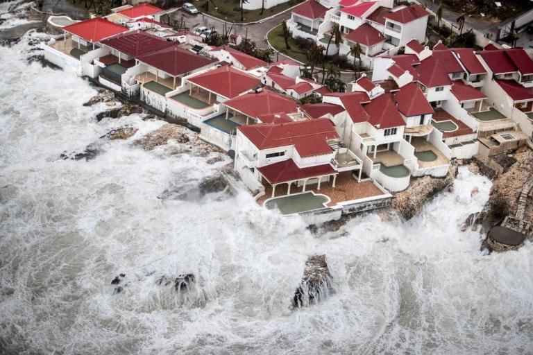 """""""Τρόμος"""" στις ΗΠΑ για τον κυκλώνα Ίρμα – Ο ισχυρότερος εδώ και 25 χρόνια – """"Διαλύει"""" κάθε ρεκόρ [pics, vid]"""