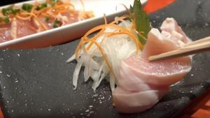 Στην Ιαπωνία τώρα τρώνε και το κοτόπουλο ωμό