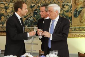 """Επίσκεψη Μακρόν: Το γαλλικό """"μενού"""" στο δείπνο και οι επίτιμοι προσκεκλημένοι [pics]"""