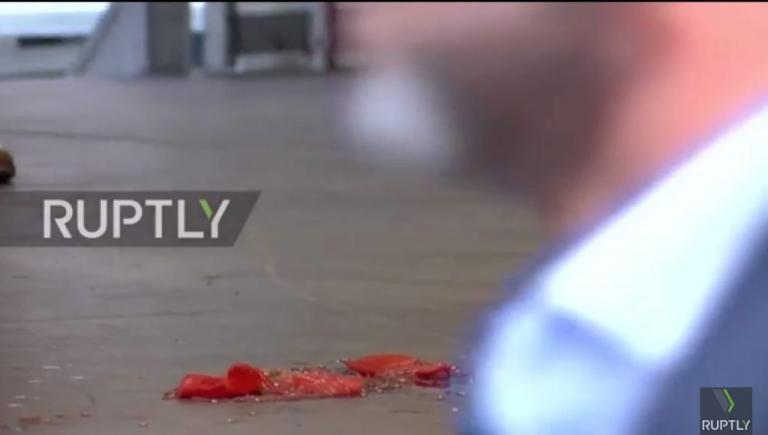 Πέταξαν ντομάτες στην Άνγκελα Μέρκελ [vid]