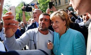 Σύροι πρόσφυγες πανηγύρισαν τη νίκη Μέρκελ