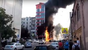 Τρόμος σε ξενοδοχείο που τυλίχθηκε στις φλόγες! Παιδιά πηδούσαν από τα παράθυρα [vids]