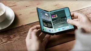 Η Samsung ετοιμάζει νέο Galaxy με οθόνη που διπλώνει;