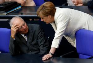"""Επιχείρηση Σόιμπλε: Όλα στα χέρια της Μέρκελ – Εκείνη θα τον πείσει να """"φύγει"""""""