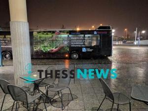 Καιρός: Σφοδρή βροχόπτωση στη Θεσσαλονίκη – Πλημμύρισαν τα ΚΤΕΛ [pics, vid]