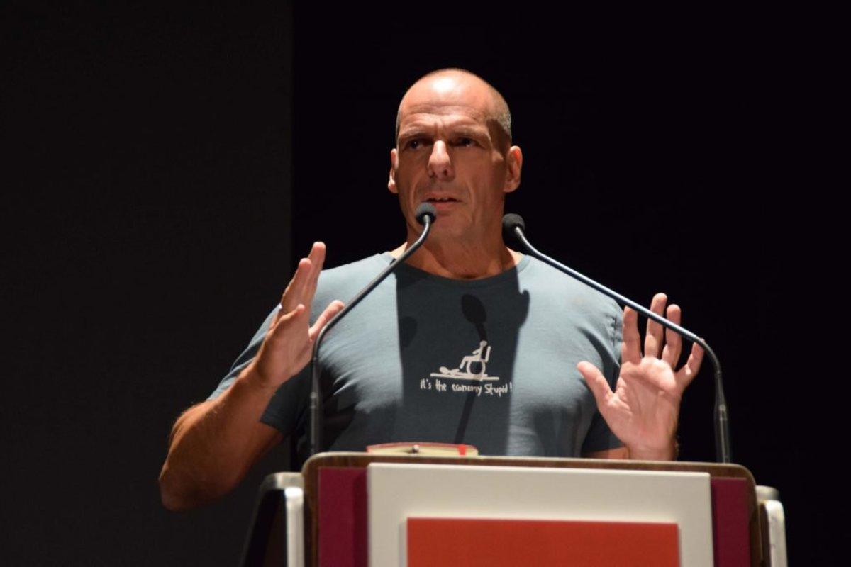 Βαρουφάκης: Έκανε τον Σόιμπλε t-shirt μια μέρα μετά τις εκλογές