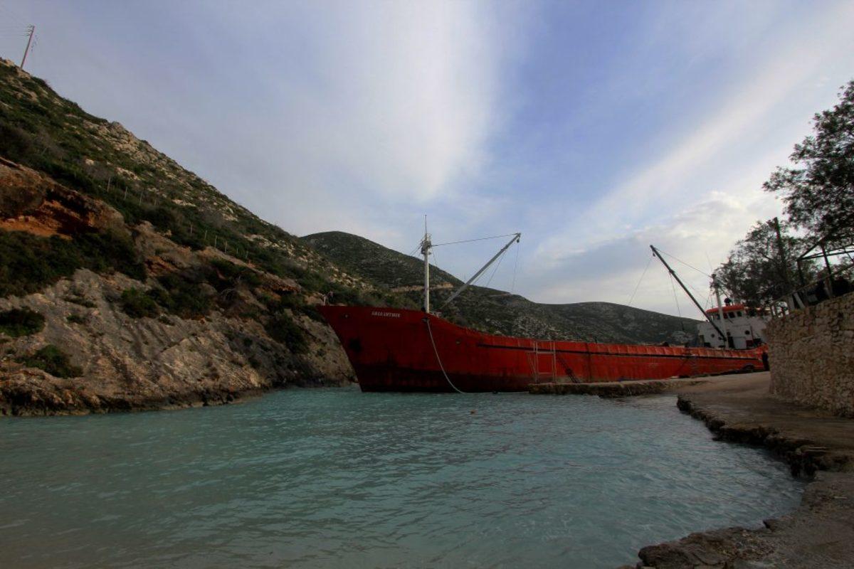 Ηγουμενίτσα: Προσάραξη φορτηγού πλοίου – Στο σημείο ρυμουλκό και πλωτό σκάφος του λιμενικού!
