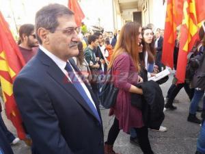 Πάτρα: «Παρέλαση» και για το ΚΚΕ – Ακολούθησε την πορεία ο Πελετίδης [pics, vid]
