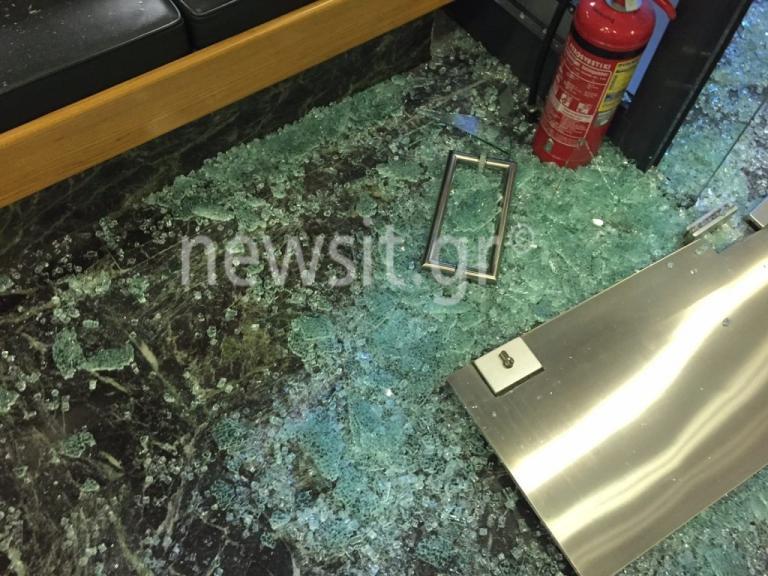 Εισβολή κουκουλοφόρων στα γραφεία του Συμβολαιογραφικού Συλλόγου – Τα έκαναν γυαλιά καρφιά κι έφυγαν