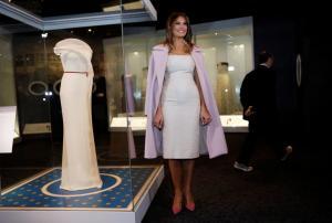Μελάνια Τραμπ: Το φόρεμα της πέρασε στην ιστορία