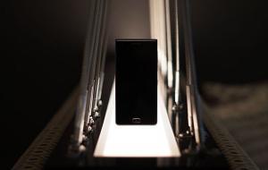 Αυτό είναι το νέο BlackBerry Motion