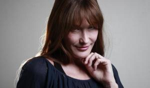 Η Κάρλα Μπρούνι δίνει συναυλία στην Αθήνα – Τι δηλώνει για την Ελλάδα