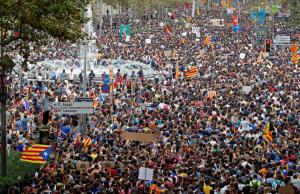 Καταλονία: Ω! Τι κόσμος Μαριάνο! Χιλιάδες στους δρόμους της Βαρκελώνης κατά της βίας Ραχόι [pics, vids]