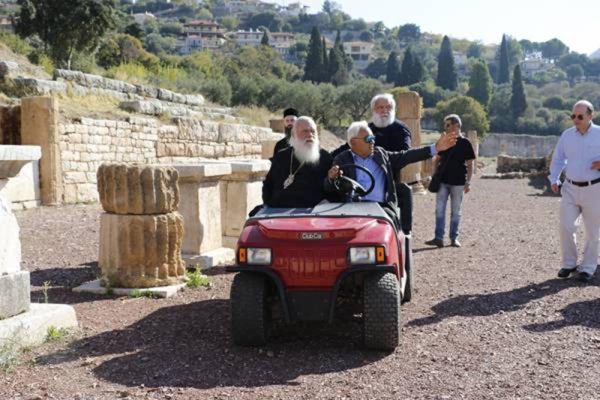 Μεσσηνία: Η βόλτα του Αρχιεπίσκοπου Ιερώνυμου με ειδικό όχημα στον αρχαιολογικό χώρο της Μεσσήνης [vid]
