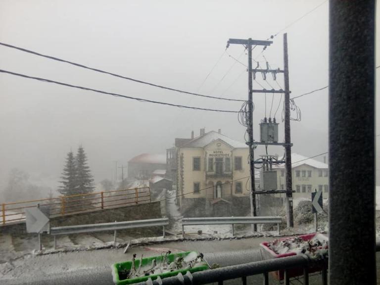 «Ποδαρικό» χειμώνα με τα πρώτα χιόνια! Στα λευκά Φλώρινα, Κοζάνη και Γράμμος [pics]
