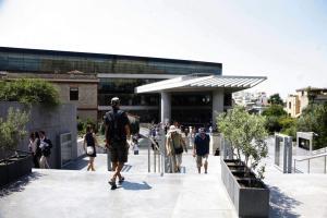 """Μουσείο της Ακρόπολης: Γιορτάζει την 28η Οκτωβρίου με """"θησαυρούς από το Μουσείο της Σαγκάης"""""""