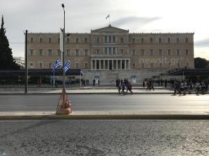 28η Οκτωβρίου: Κυκλοφοριακές ρυθμίσεις σε Αθήνα και Πειραιά λόγω παρελάσεων