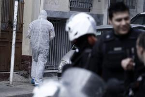 """Σύλληψη 29χρονου για τα τρομοπακέτα σε Παπαδήμο, Σόιμπλε και ΔΝΤ – Η σχέση με τους """"Πυρήνες"""" και ο Επαναστατικός Αγώνας"""