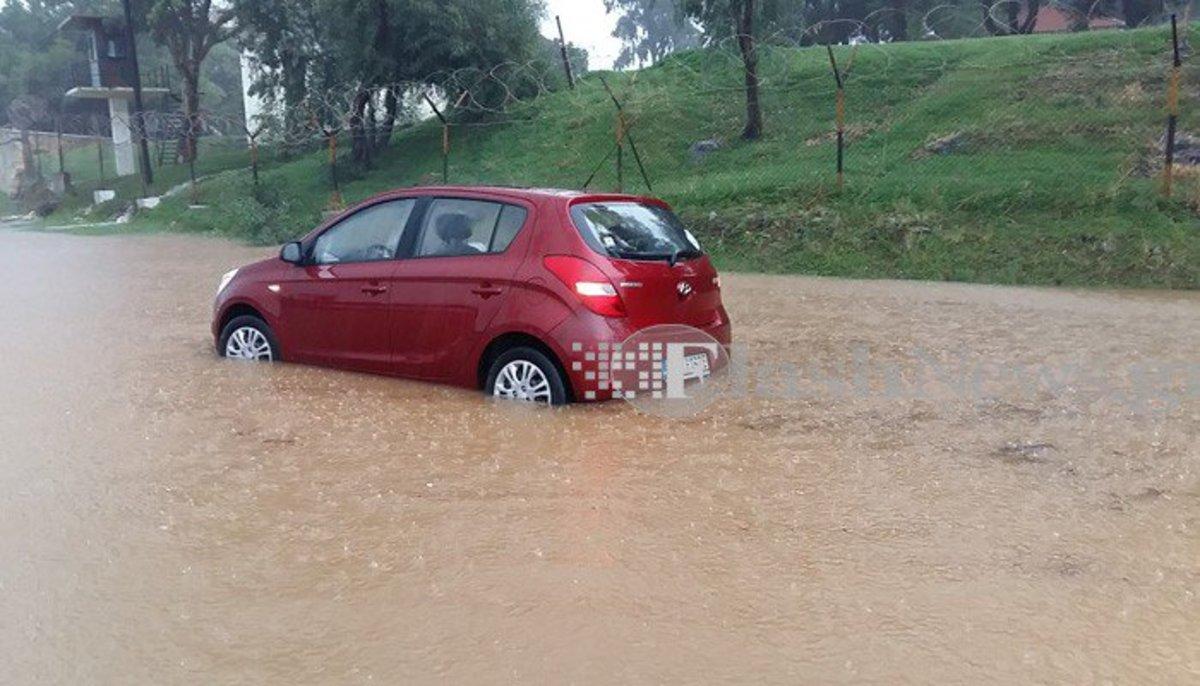 Χανιά: Υδροστρόβιλος, πλημμύρες και προβλήματα – Ο Δαίδαλος περνάει και σαρώνει την πόλη [pics, vids]