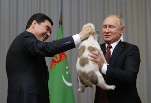 Πούτιν: Του δώρισαν ένα γλυκύτατο σκυλάκι! [vid]