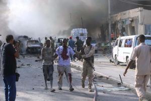 Σομαλία: Τουλάχιστον 300 νεκροί και 300 τραυματίες από τη βομβιστική επίθεση