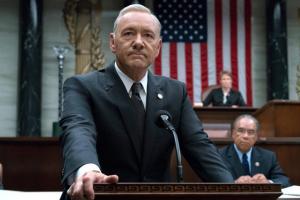 """""""Βόμβα"""" από το Netflix: Τέλος το House of Cards, μετά τις κατηγορίες σε βάρος του Κέβιν Σπέισι!"""