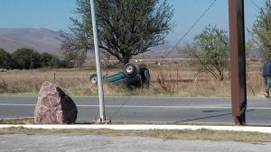 Κοζάνη: Τούμπαρε αυτοκίνητο μετά από τροχαίο [pics]
