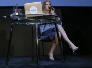 """Ξένια Σαμπτσάκ: Κάνει τις εκλογές… reality, δεν """"ακουμπά"""" Πούτιν!"""