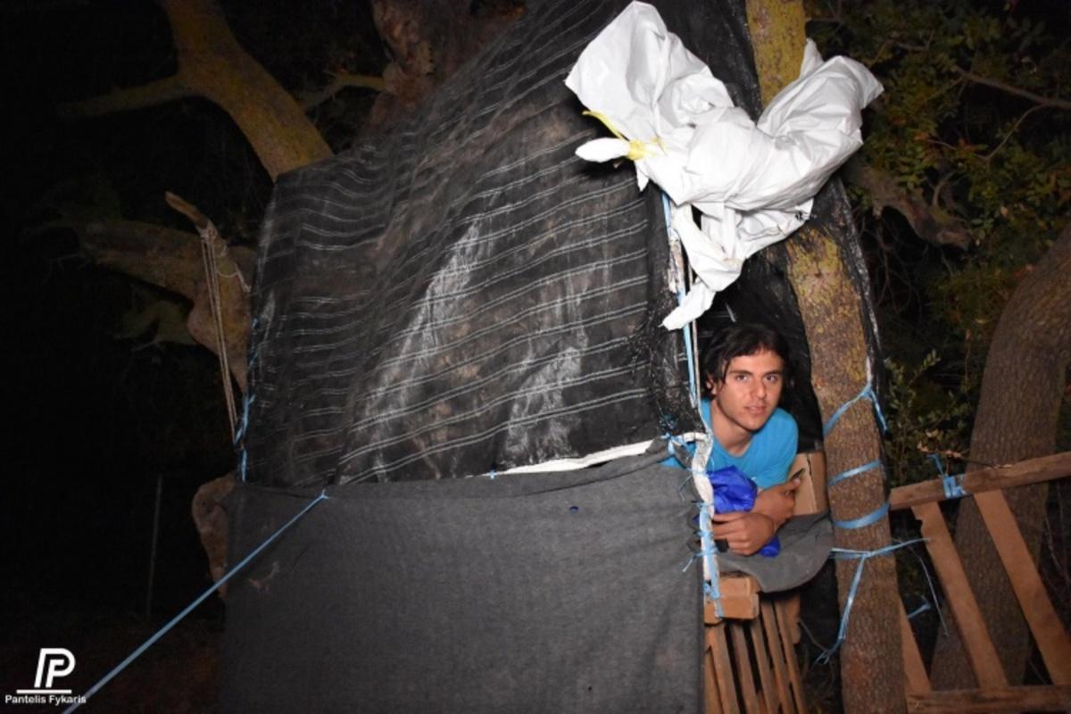 Χίος: Σκαρφάλωσαν στα δέντρα να αποφύγουν την βροχή – 400 άνθρωποι αβοήθητοι